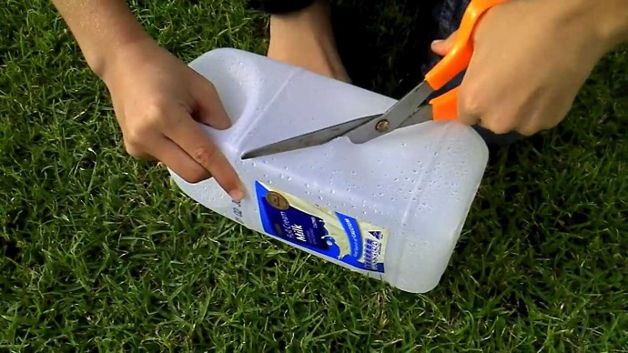 cutting-plastic-jug